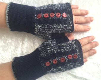 It  is  last  pair!  Fingerless  gloves  knitted