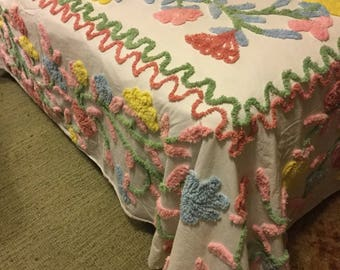 Vintage Floral Chenille Full Size Bedspread