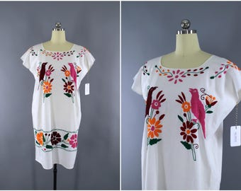 Vintage Embroidered Cotton Gauze Caftan Dress / Mexcan Oaxacan Huipil Bohemian Kaftan / Oaxaca Embroidery Tunic / Pink Parrots Birds