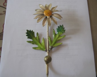 JUst Hang It On Me Great Daisy Italian Tole Metal Flower Hook