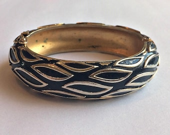 Vintage 1958 Crown Trifari Toast to Fashion Hinged Clamper Bangle – Arm Candy Collection