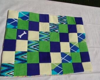 Medium fleece dog blanket - turquoise zig zag / argyle
