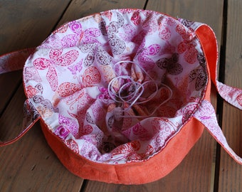 Cake carrier, casserole tote, round bag with flowers and butterflies