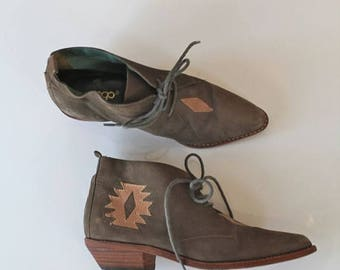 AWAY SALE 20% off vintage leather booties - DINGO southwestern ankle boots / sz 5M