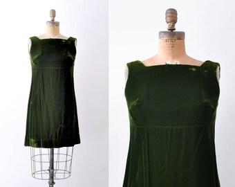 60's green velvet dress. small. 1960 shift dress. Silk velvet. forest. holiday.
