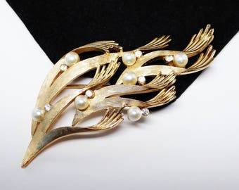 Vintage Trifari Seaweed Brooch - Simulated White Pearls - Clear rhinestones - Brushed Gold Tone - Vintage 1960's 1970's Classic Jewelry