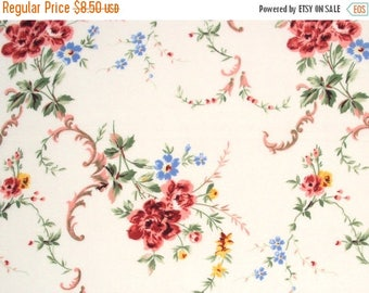 ON SALE cotton fabric by the yard - vintage style floral print - 1 Yard ctnp205