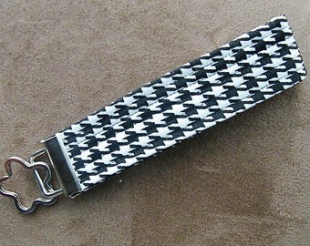 Black and White Houndstooth Print Key Fob Wristlet