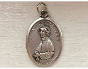 5 Patron Saint Medal Findings, St. Elizabeth Seton, Die Cast Silverplate, Silver Color, Oxidized Metal, Made in Italy, Charm, RM302