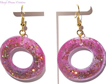 Round earrings, shiny amethyst and gold fuchsia rings, spangled in cast resin