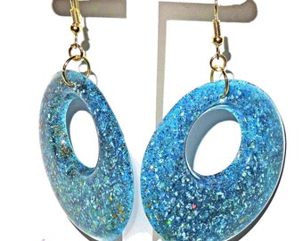 Earrings round blue and gold, spangled in cast resin