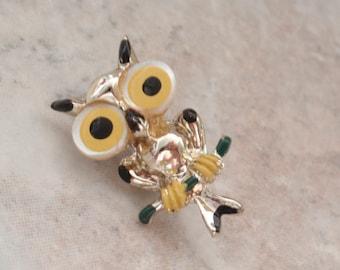 Owl Pin Brooch Big Eyes Mother of Pearl Enameled Vintage E0112