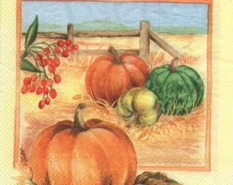 3147 - Set 3 napkins paper pumpkins and red berries