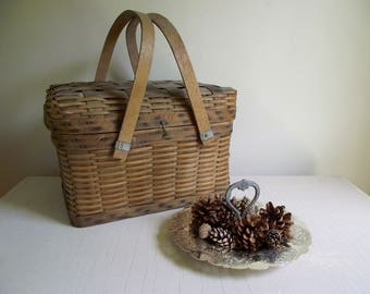 Splint Wood Basket , Picnic Basket with Hinged Lid and Swing Handles , Rustic Storage Basket , Prop Styling , Vintage Modern Farmhouse Decor