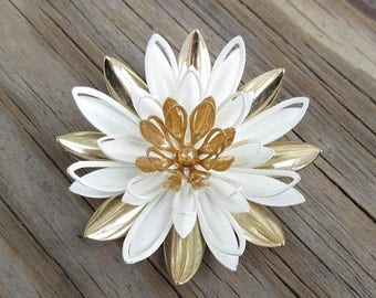 On Sale Sarah Coventry Flower Pin Brooch 3D White and Gold Earth Tone Enamel Jewelry Summer Outdoors