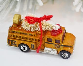 Decorated Diecast Fire Truck Vintage Toy Bottle Brush Christmas Tree Decoration Gold White Red Matchbox Vehicle
