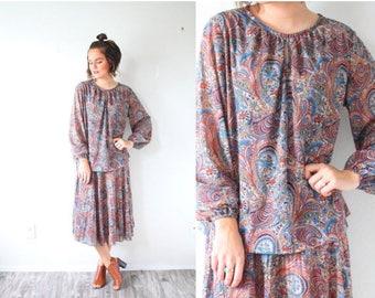 20% OFF JULY 4th SALE Vintage Medium paisley brown dress // pleated full skirt retro long sleeve boho // brown 50's dress fifties dress // m