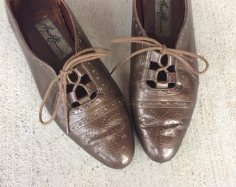 vtg 80s BRONZE lace up WINGTIP OXFORDS 7 leather flats cut out metallic boho preppy leather shoes