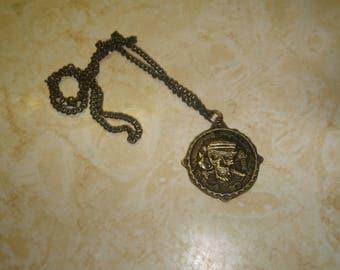 vintage necklace goldtone walt disney the pirates league scull
