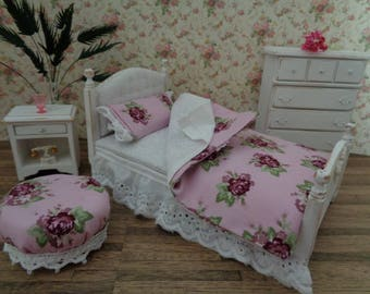 Prettily Dressed Shabby Chic Cottage White Distressed Bedroom Set 1:12 Miniature Bed Dresser Nightstand Ottoman Dollhouse Furniture