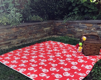 Picnic blanket Water Resistant Beachlife, Lobsters in Salmon Red and White with carry ties, beach gear