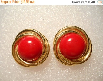 50% Off Sale Vintage Retro Crown Trifari Round Button Gold Tone With Red Bead Cabochon Pierced Earrings