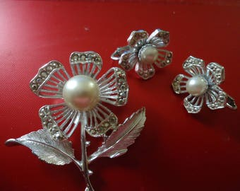 Sarah Coventry Flower Brooch and Earring Set