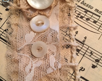 Shabby chic, lacy, kilt pin, brooch, vintage buttons