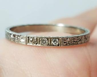 ANTIQUE 18k Art Deco Old Mine Cut DiamondWedding Band Ring White gold - size 7.75
