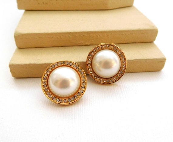 Retro White Glass Pearl Dome Clear Rhinestone Gold Tone Pierced Earrings YY18