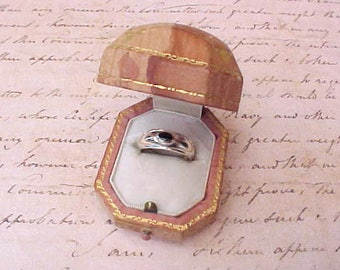 Pretty Vintage Sterling Silver Ring Set with Little Oval Onyx Stone