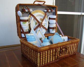 Rare,Full-size,Beatrix Potter,Collectors,picnic hamper, full set in gingham lined wicker basket.