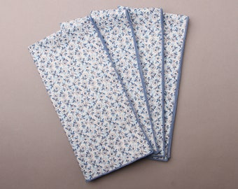 Blue and White Cloth Napkins, Set of 4 Dinner Napkins, Blue Print Napkins