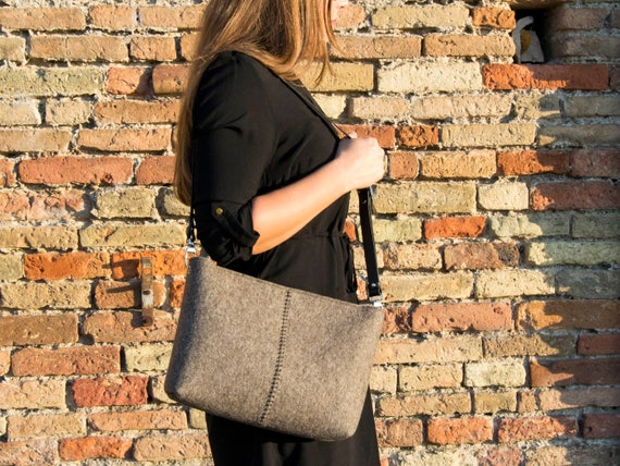 Felt CROSSBODY BAG with leather strap / crossbody purse / small crossbody bag w/ zipper / grey felt bag / wool felt / made in Italy
