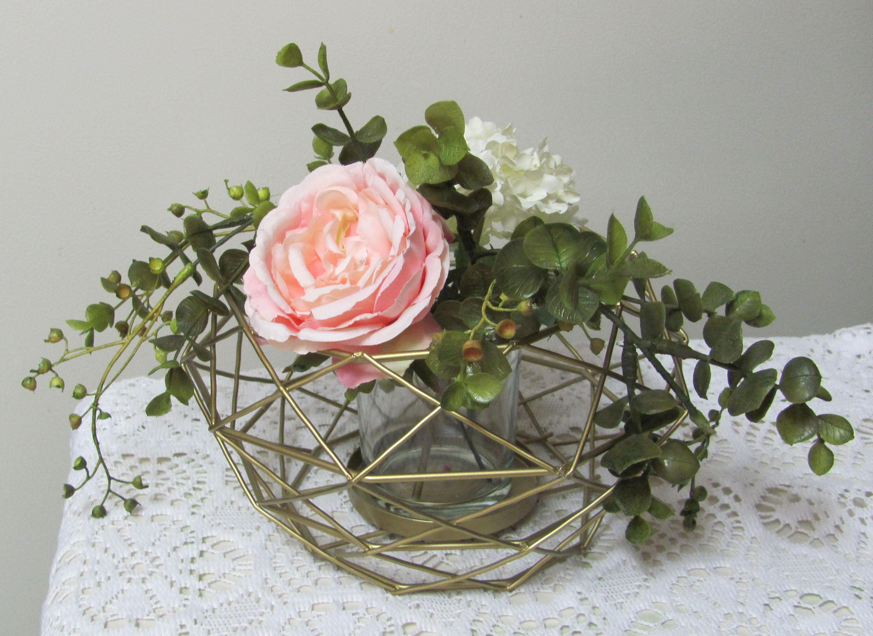 Wedding centerpiece wire floral holder gold