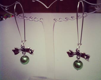 Earrings bows large light green silver clasps
