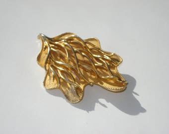 Vintage CORO Gold Tone Leaf Brooch - Signed -  Large Seaweed Statement Pin Jewelry 1960s