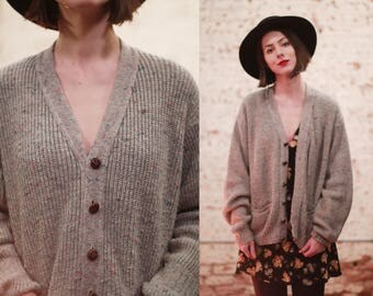 Vintage 1960s large xl oversized / slouchy light grey flecked wool knit cardigan sweater / button up jumper