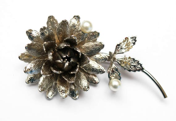 Hobe flower Brooch -  stamped silver metal petals - white pearls - Signed floral pin
