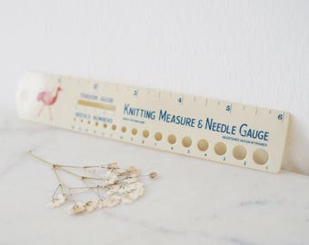 Vintage Knitting Measure and Needle Guage. Plastic Made in England