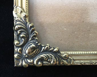 """Lovely Vintage Ornate Metal Picture Frame, 5""""x7"""", for Tabletop or Wall, Scrolled Leafy Design, Gold Tone"""