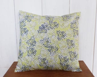Cushion cover 40 x 40 cm, motif flowers style Japanese blue, gray, white and pale green tones