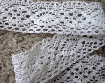 NEW Vintage Elegant Medallion Design Scalloped White Cotton Cluny Crochet Lace Trim - 4 Yards
