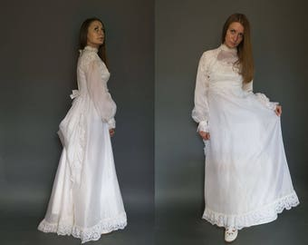 Vintage 70s Wedding Dress Lace Polyester Sheer Long Sleeves Bow Decoration Bridal