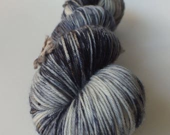Skein of superwash Merino Wool / Nylon - hand - dyed Fingering / Sock - color Wagtail