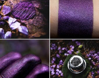 Eyeshadow: Mistress of the Garden of the Ancient Fig Trees - Nomad. Purple smokey eyeshadow by SIGIL inspired.