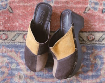 Vintage Suede Clogs // Size 7. Leather. 70's 80's 90's Fashion.