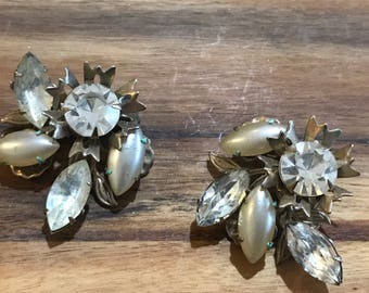 Glamorous old hollywood clip on earrings. Gold and rhinestone