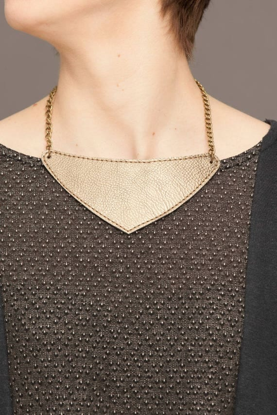 TRANSISTOR - short leather necklace, bib necklace, statement necklace, collar necklace in triangle-shaped - gold