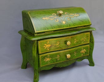 Christmas in July Vintage TOYO musical jewelry box doll's  drop front chest of drawers antiqued green with gold  pink velvet lining Japan